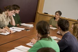 Acclaimed essayist Vivian Gornick chats with students.