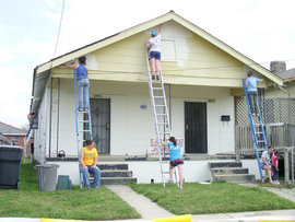 Alternative Spring Break students help repair a building damaged during Hurricane Katrina in the 7th Ward of New Orleans. (Photo by Colleen Shea '09)