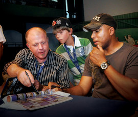 Bernie Williams and David Gluck at booksigning
