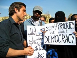 David Muir '95 covering the 2011 Egyptian revolution in Cairo.