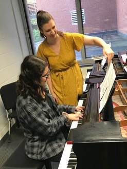 Laura Amoriello teaching a piano lesson