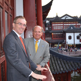 President Tom Rochon and Ithaca College trustee Arrien Schiltkamp �78 at Yu Garden in Shanghai.