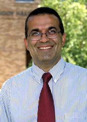 Professor Hormoz Movassaghi Wins Faculty Excellence Award