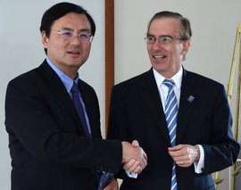 Shanghai University of Sport Chancellor Dai Jian and Ithaca College President Thomas Rochon shake hands during Friday's ceremony.
