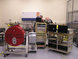 The FORCAST camera (left) and supporting electronics and computers assembled in the DAOF lab.
