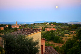 The Tuscan countryside at sunset. Che bello no?